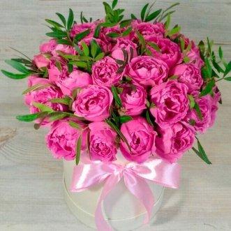 15 пионовидных роз в коробке