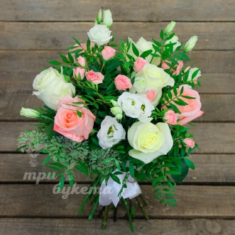 buket-iz-belo-rozovykh-roz